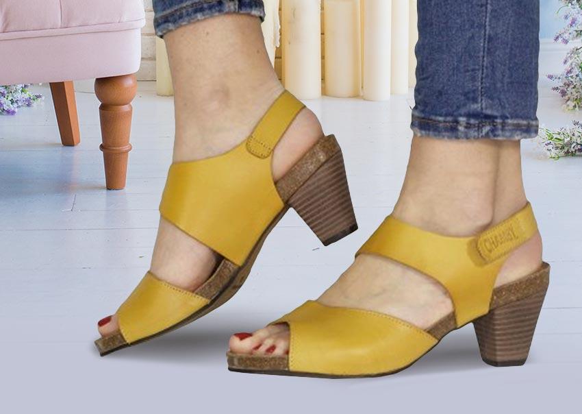 857f67aa803 ... Sandalias amarillas tacón señora colección primavera verano 2019
